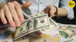 куда вложить доллары 2019